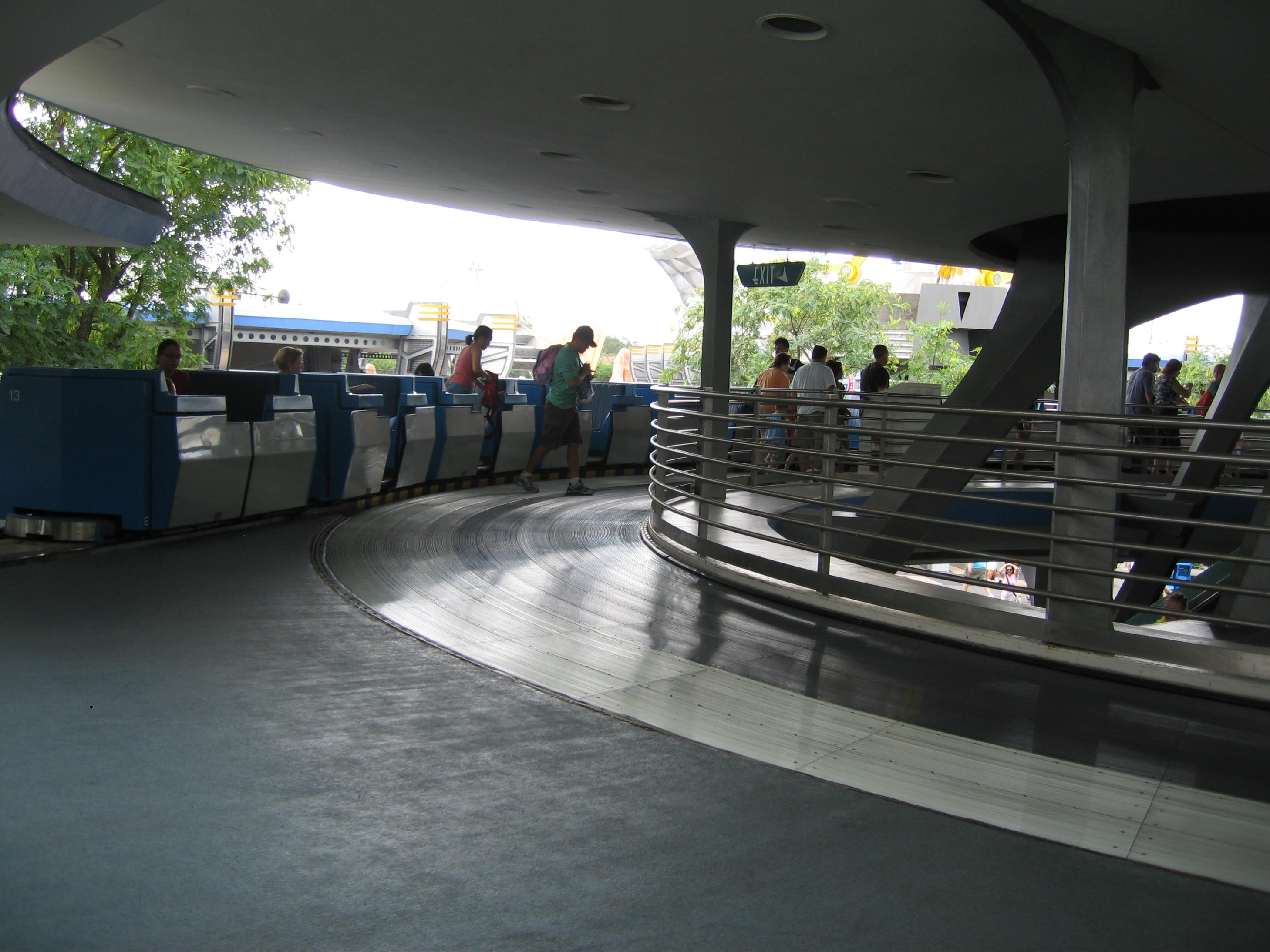 tomorrowland-transit-picture